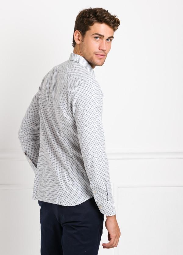 Camisa sport SLIM FIT con estampado dibujo geométrico color azul. 100% Algodón.