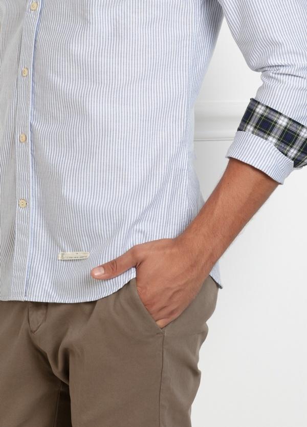 Camisa sport SLIM FIT, raya fina combinada con interior puños y cuello de cuadros, color azul celeste. 100% Algodón. - Ítem2