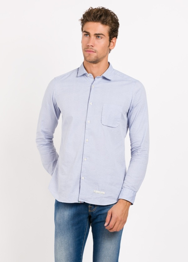 Camisa sport SLIM FIT, dibujo color azul celeste, . 100% Algodón.