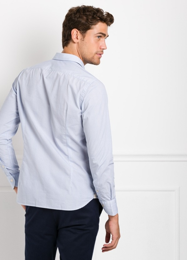 Camisa sport SLIM FIT con dibujo geométrico color azul celeste. 100% Algodón. - Ítem1