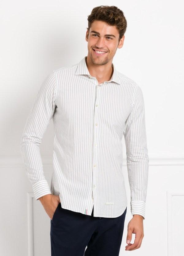 Camisa sport SLIM FIT, rayas color azul fondo blanco. 100% Algodón.
