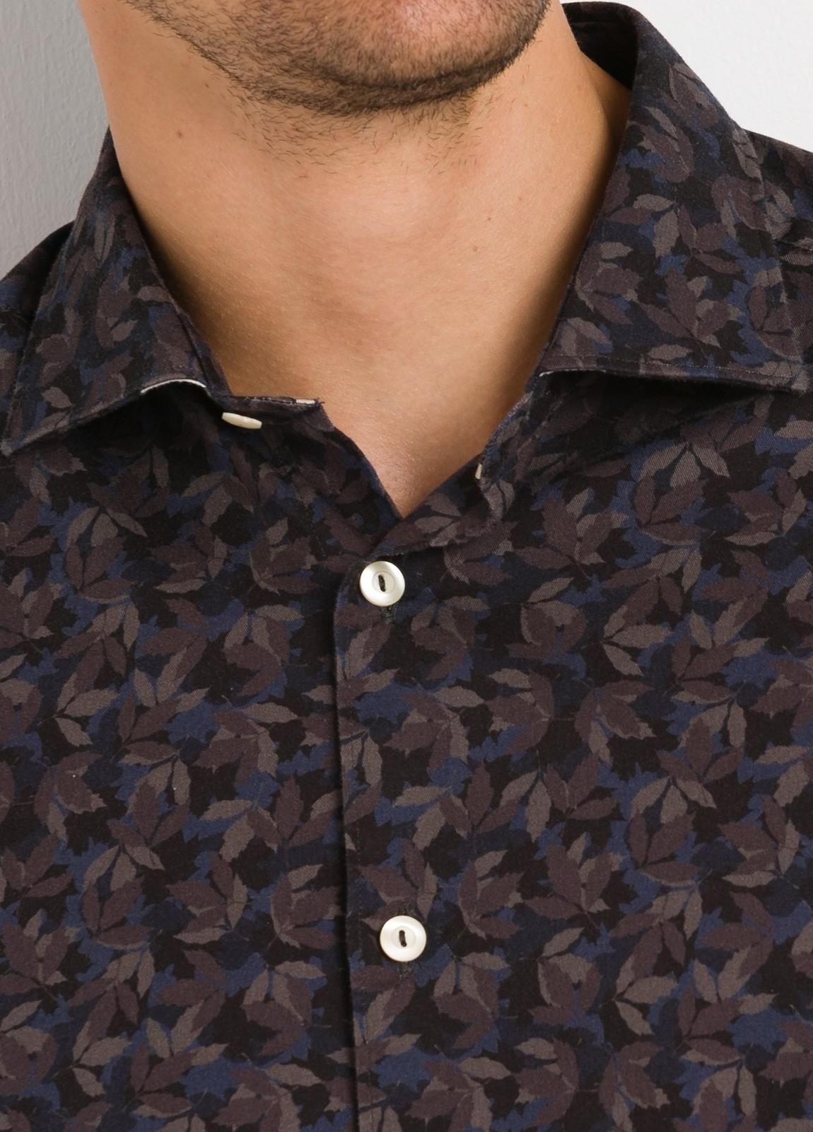 Camisa sport SLIM FIT con estampado hojas color azul y marrón. 100% Algodón. - Ítem2