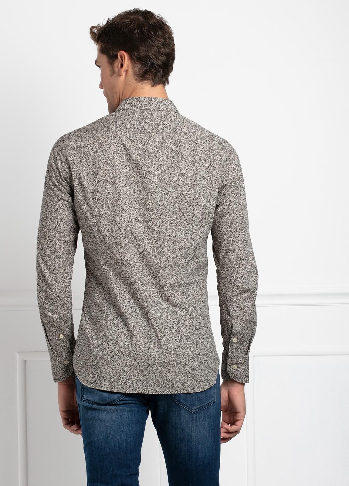 Camisa sport SLIM FIT con estampado floral en tonos piedra. 100% Algodón. - Ítem1