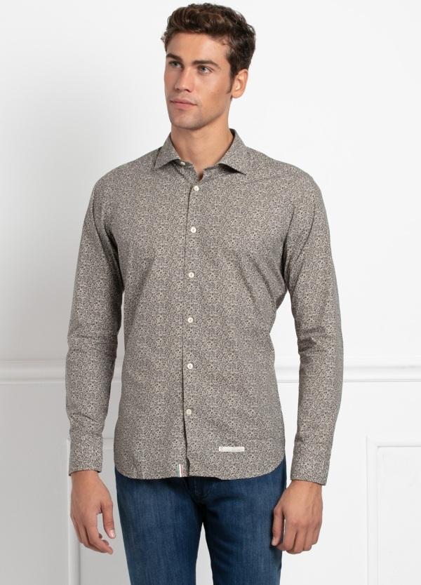 Camisa sport SLIM FIT con estampado floral en tonos piedra. 100% Algodón.