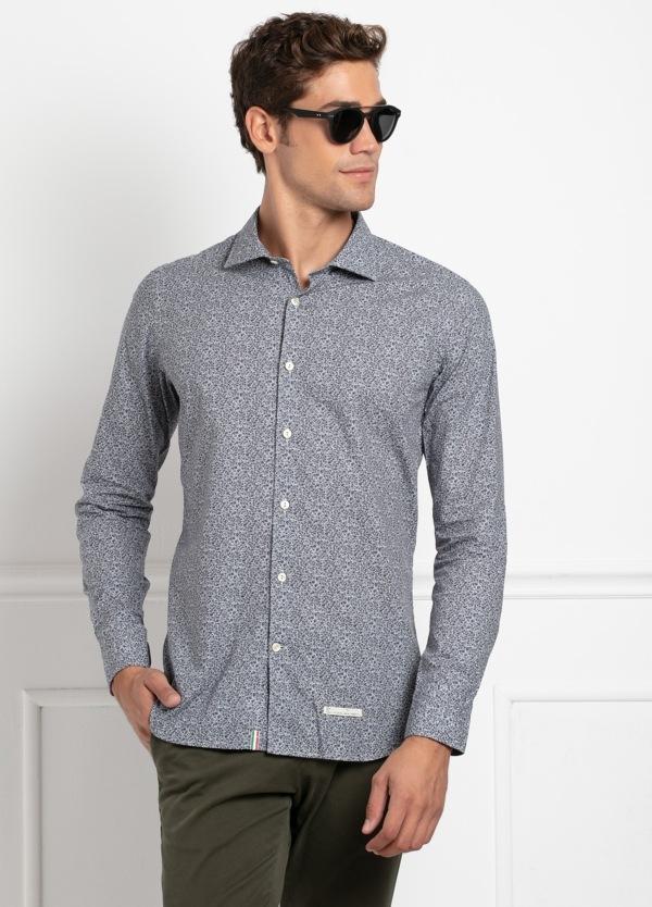 Camisa sport SLIM FIT con estampado floral en tonos gris azulado. 100% Algodón.