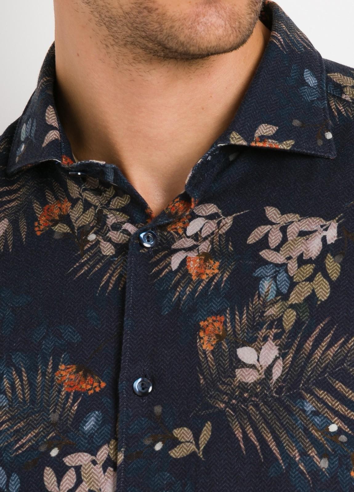 Camisa sport SLIM FIT con estampado floral, fondo color azul noche. 100% Algodón. - Ítem2