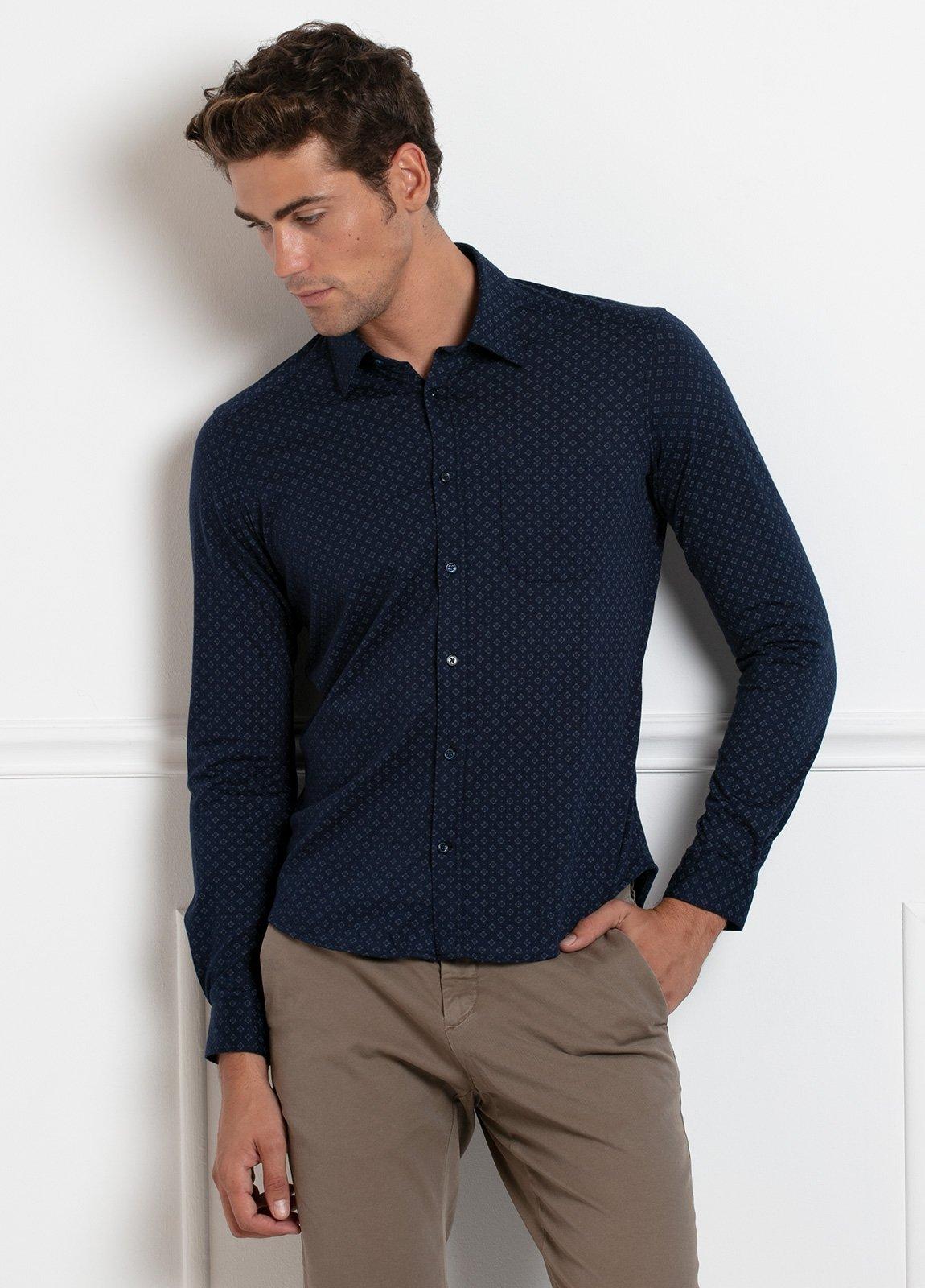 Camisa sport SLIM FIT modelo BLAKE estampado geométrico fondo azul marino, 100% Algodón. - Ítem1