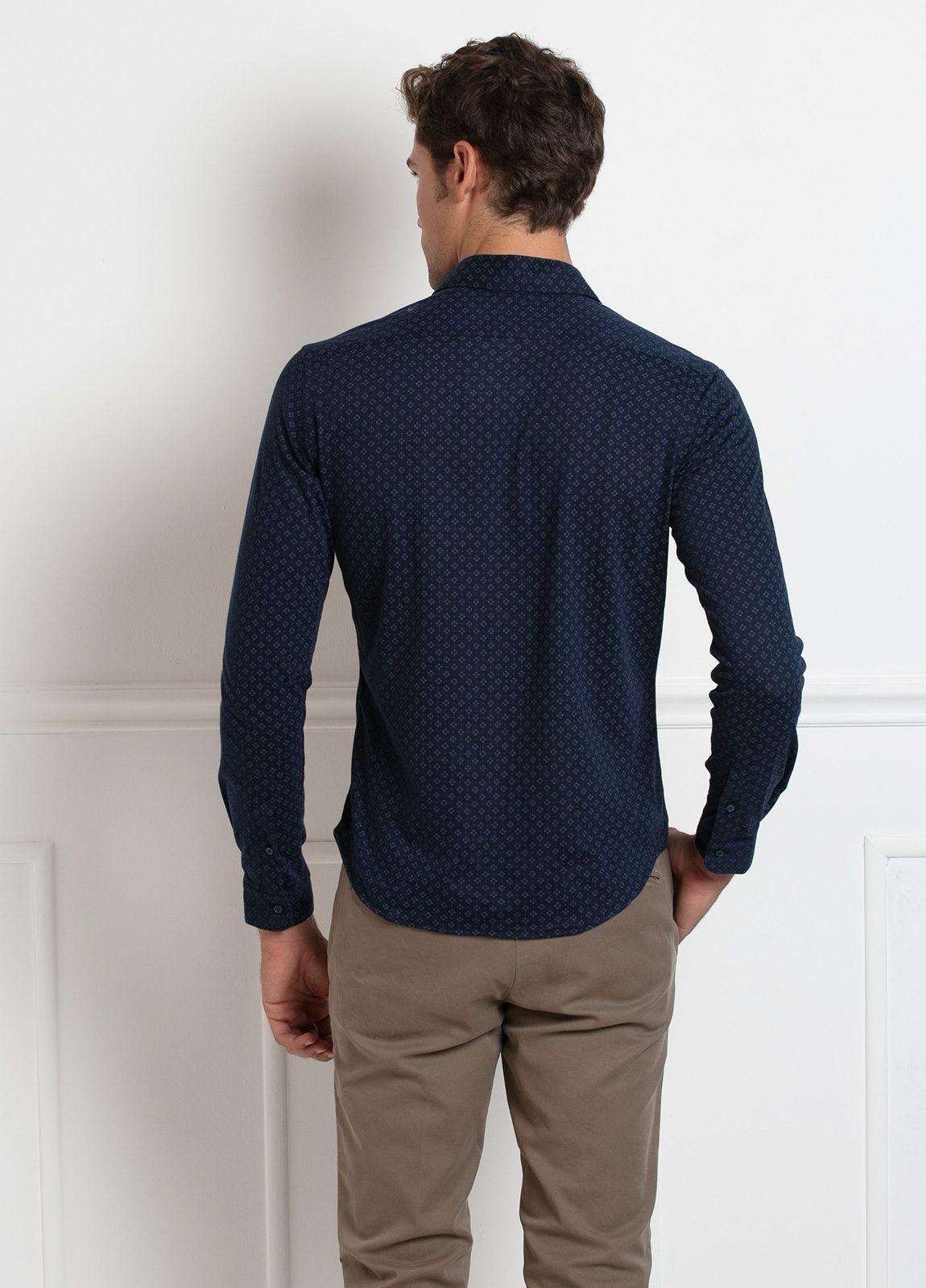 Camisa sport SLIM FIT modelo BLAKE estampado geométrico fondo azul marino, 100% Algodón. - Ítem2