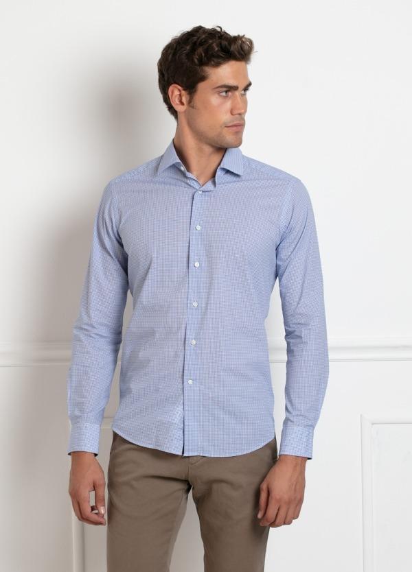 Camisa sport SLIM FIT modelo LEO estampado geométrico azul, 100% Algodón.