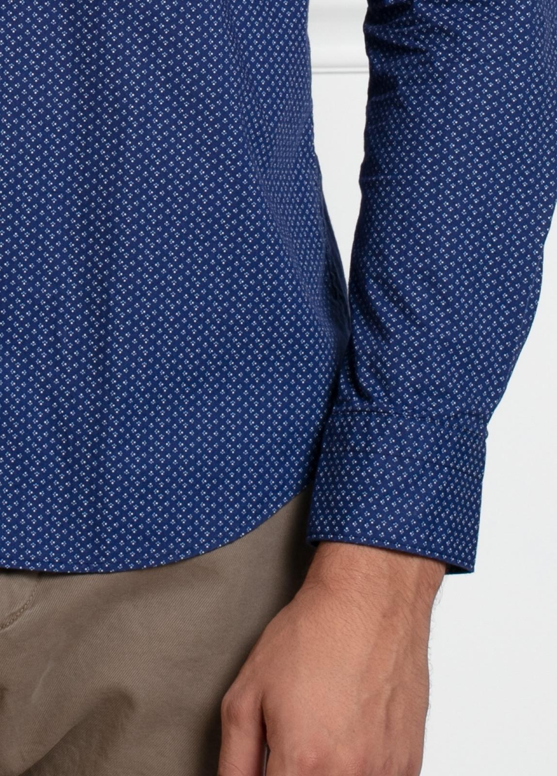 Camisa sport SLIM FIT modelo LEO estampado geométrico azulón, 100% Algodón. - Ítem1