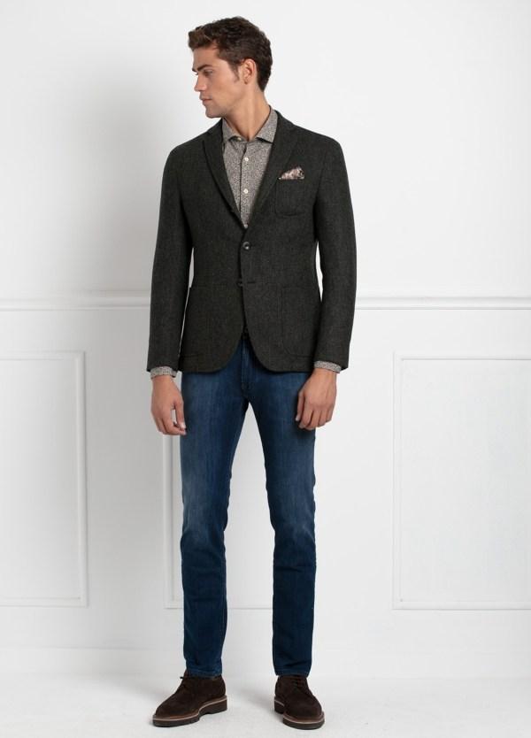 Americana SOFT JACKET Slim Fit, tejido textura color verde oscuro. 97% Lana, 3% Cashmere.