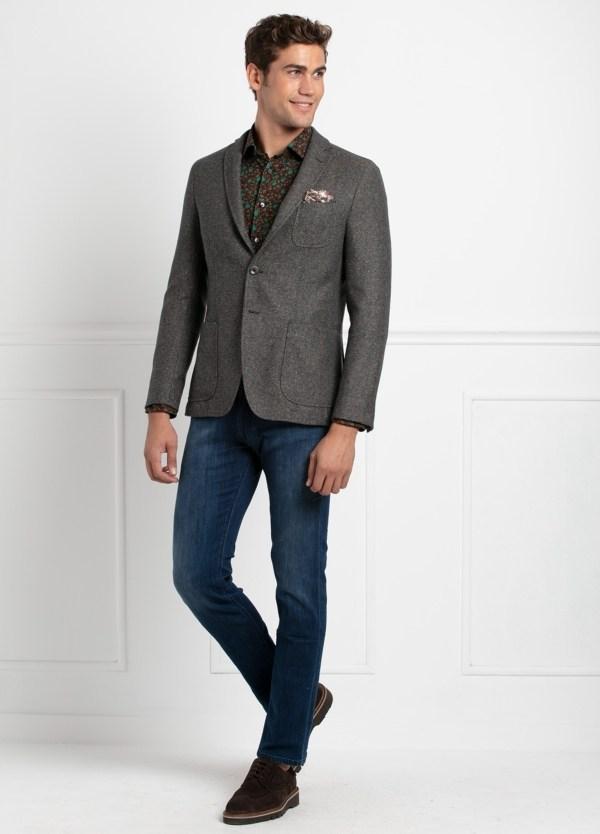 Americana SOFT JACKET Slim Fit, tejido textura color tostado. 75% Lana, 22% Seda 3% Cashmere.