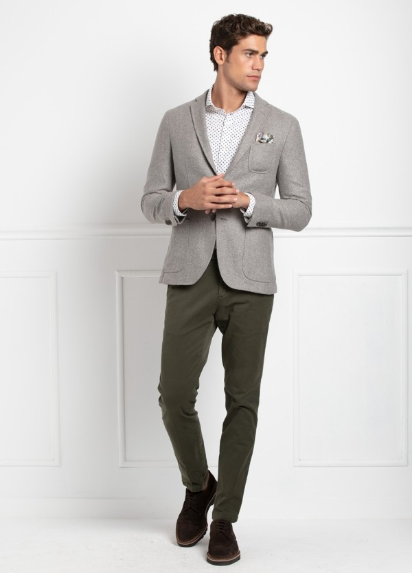 Americana SOFT JACKET Slim Fit, tejido textura color tostado. 60% Lana, 24% Polyester, 16% Seda.