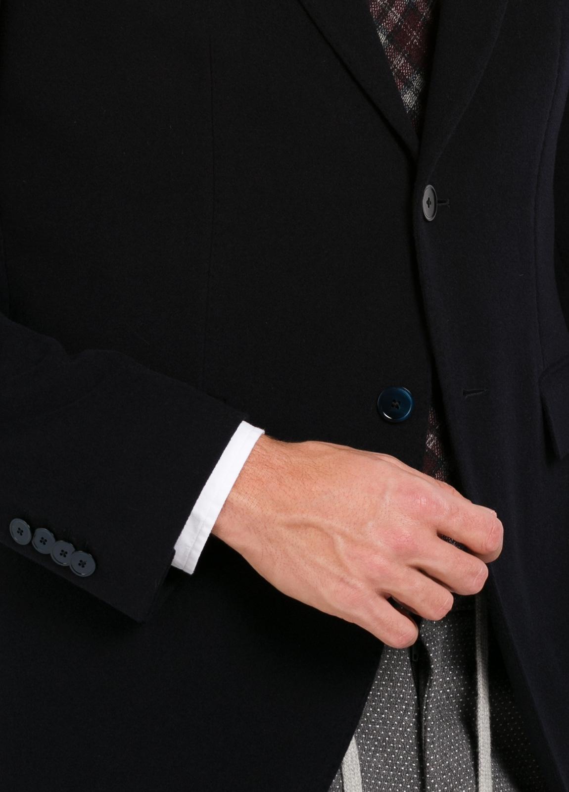 Americana 2 botones SLIM FIT gruesa de color azul marino liso con botones al tono. 67% Lana virgen, 28% Pol, 5% Cash. - Ítem2