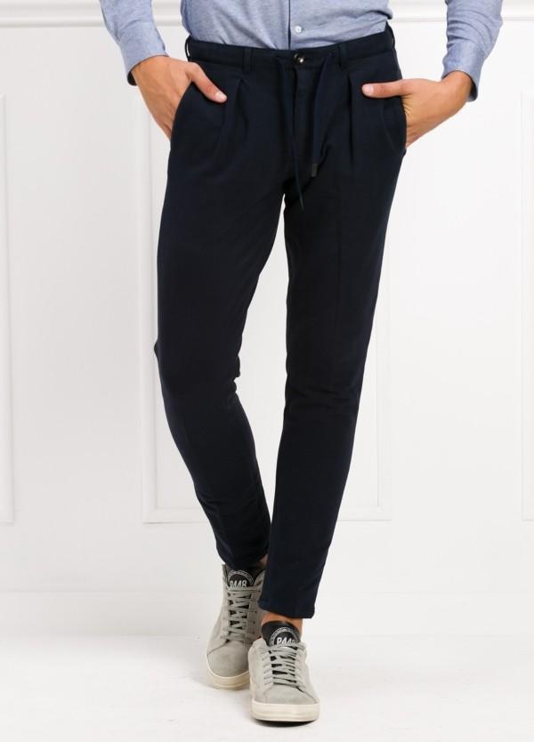 Pantalón de punto color azul marino. 95% Algodón 5% Elastano.