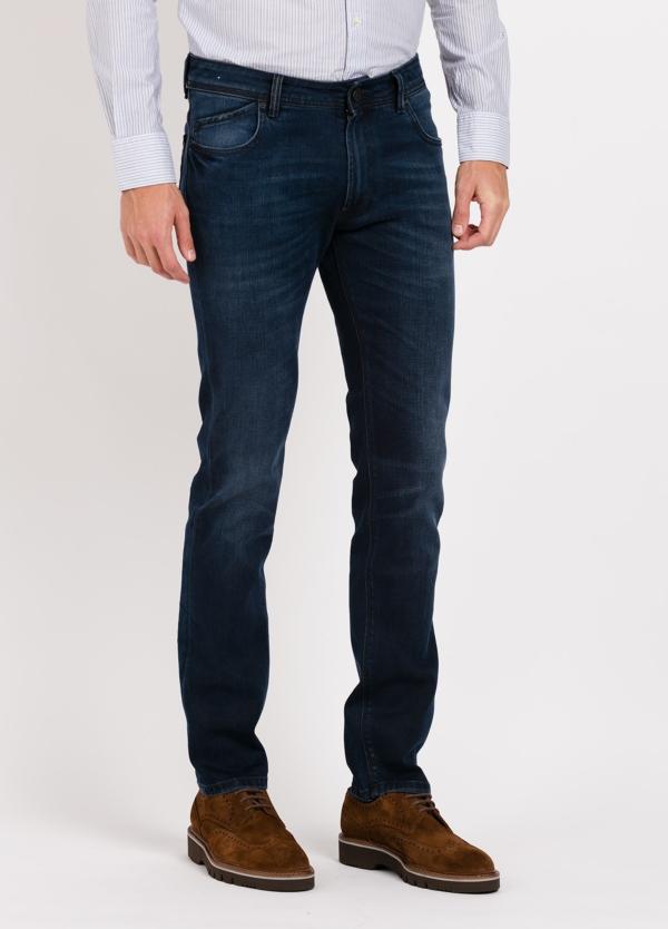 Pantalón tejano 5 bolsillos slim fit modelo HOPPER color azul denim. 100% Algodón