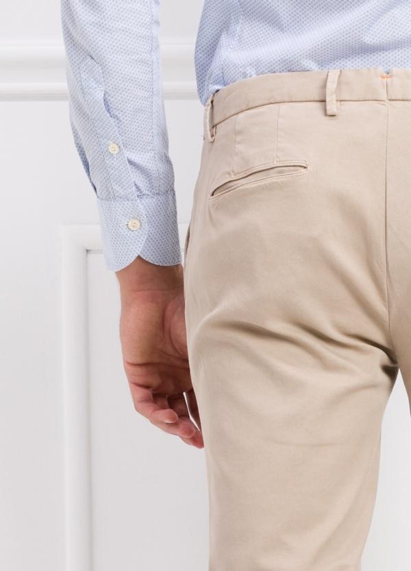 Pantalón modelo slim fit color beige. 97% Algodón 3% Ea. - Ítem2