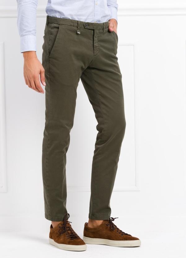 Pantalón modelo slim fit color verde kaki. 97% Algodón 3% Ea. - Ítem3