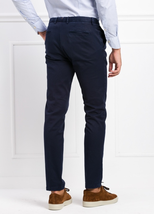 Pantalón modelo slim fit color azul marino. 97% Algodón 3% Ea. - Ítem2
