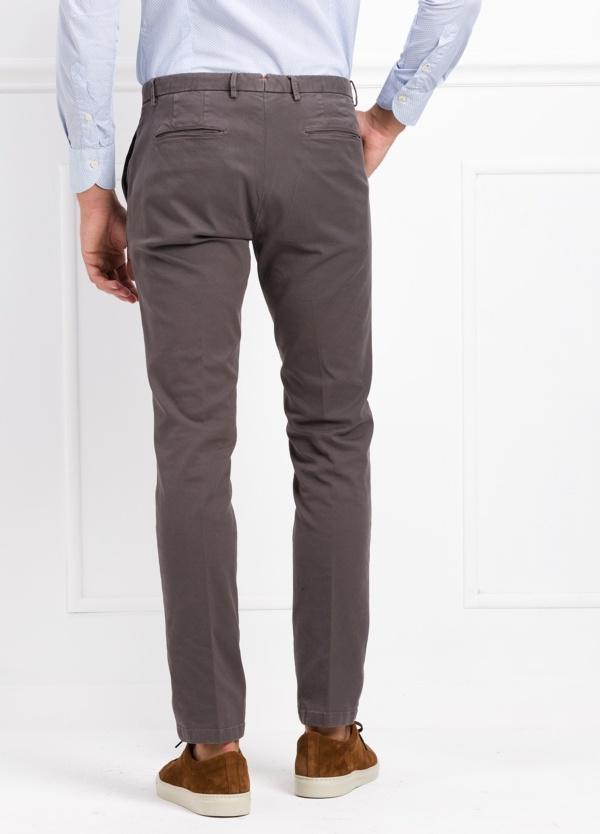 Pantalón modelo slim fit color gris. 97% Algodón 3% Ea. - Ítem3