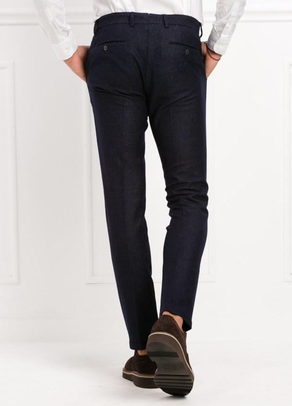 Pantalón modelo slim fit, color marino. 53% Lana 47% Poliester. - Ítem1