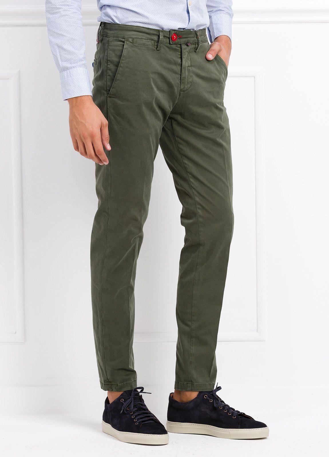 Pantalón chino color verde kaki. 97% Algodón 3% Ea. - Ítem1