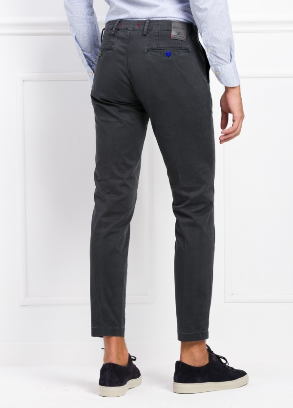 Pantalón chino color gris oscuro. 97% Algodón 3% Ea. - Ítem2