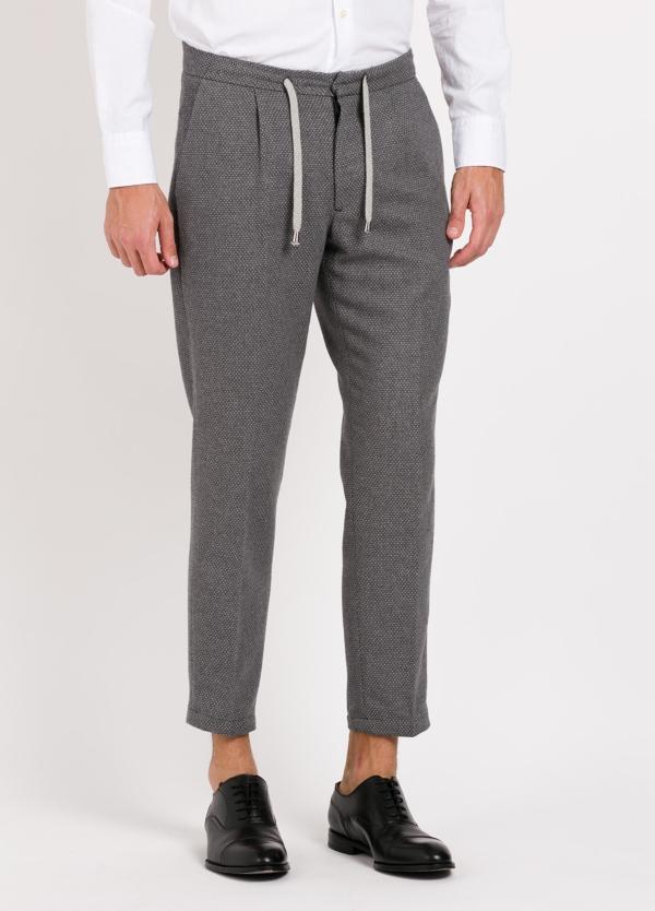 Pantalón punto color gris, modelo Shelby. 60% Algodón, 28% Lana, 10% Pol, 3% Ea.