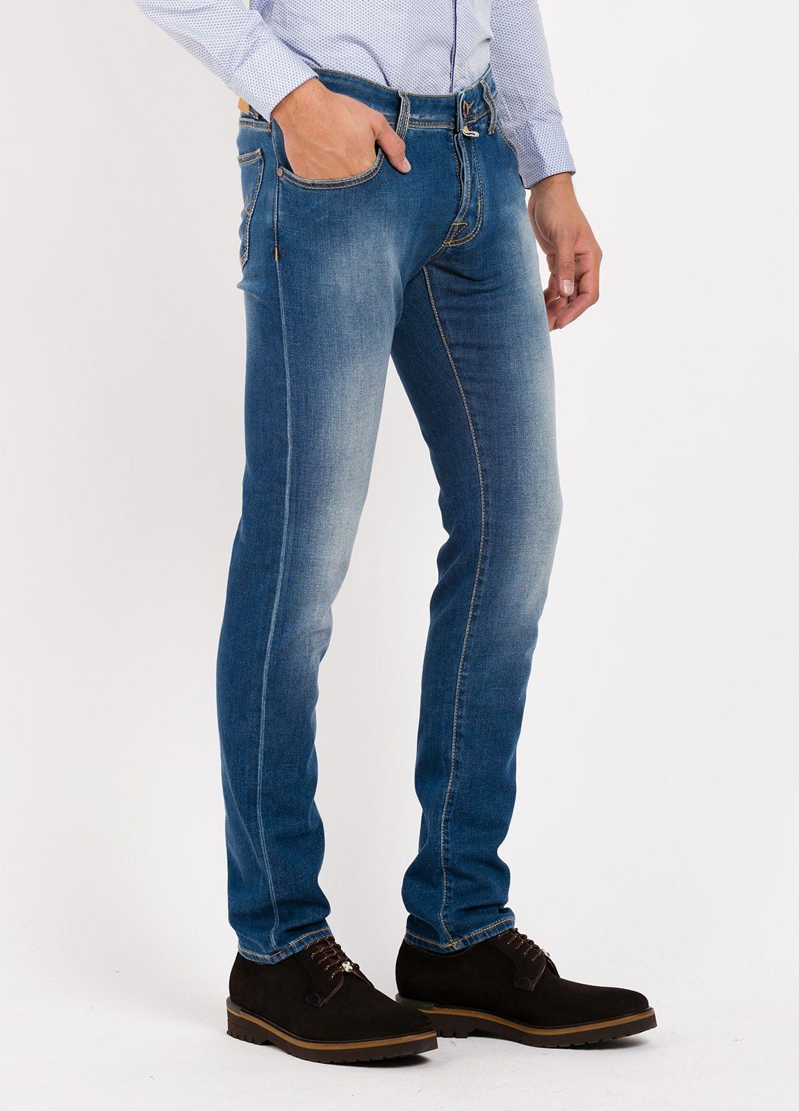 Pantalón 5 bolsillos ligeramente slim fit modelo J622 color azul denim . 95% Algodón, 3% poliestes 2% Ea. - Ítem1