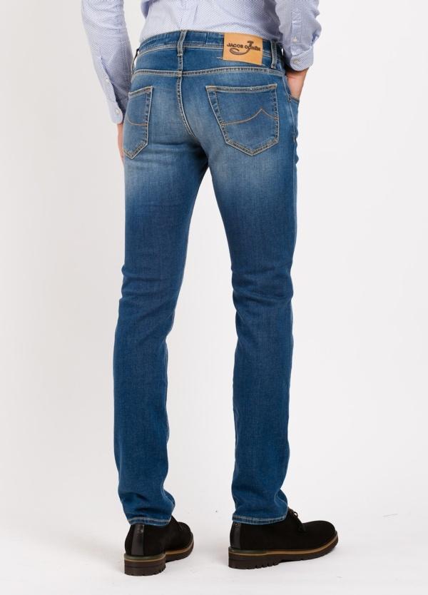 Pantalón 5 bolsillos ligeramente slim fit modelo J622 color azul denim . 95% Algodón, 3% poliestes 2% Ea. - Ítem2
