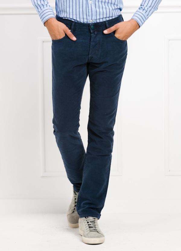 Pantalón 5 bolsillos ligeramente slim fit modelo J688 color marino. 97% Algodón, 3% Ea.