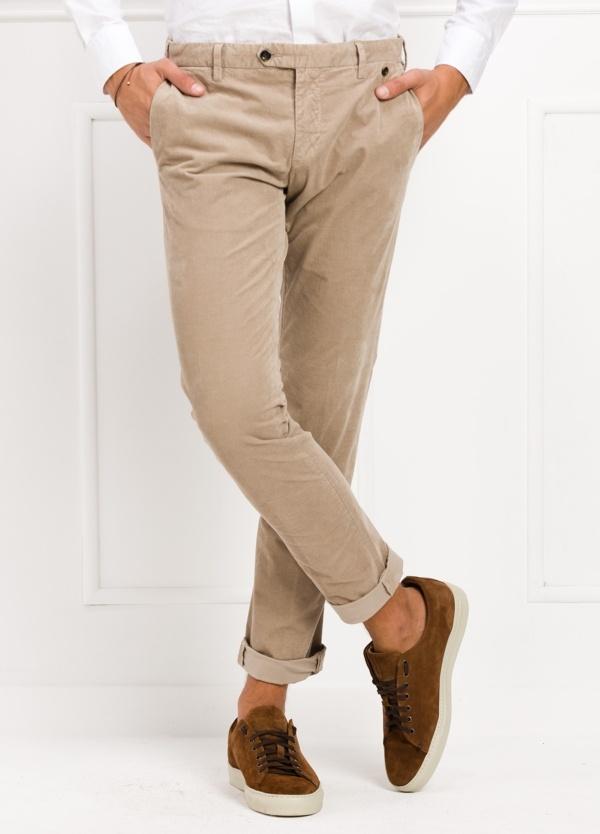 Pantalón sport chino modelo JACK 02 color arena, 97% Algodón, 3% Ea.