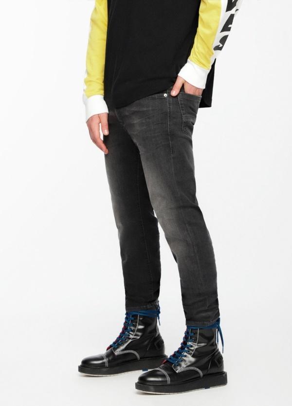 Pantalón tejano skinny modelo THOMMER color negro lavado. 72% Algodón 17% Poliéster 9%Visc. 2% Elastáno. - Ítem3