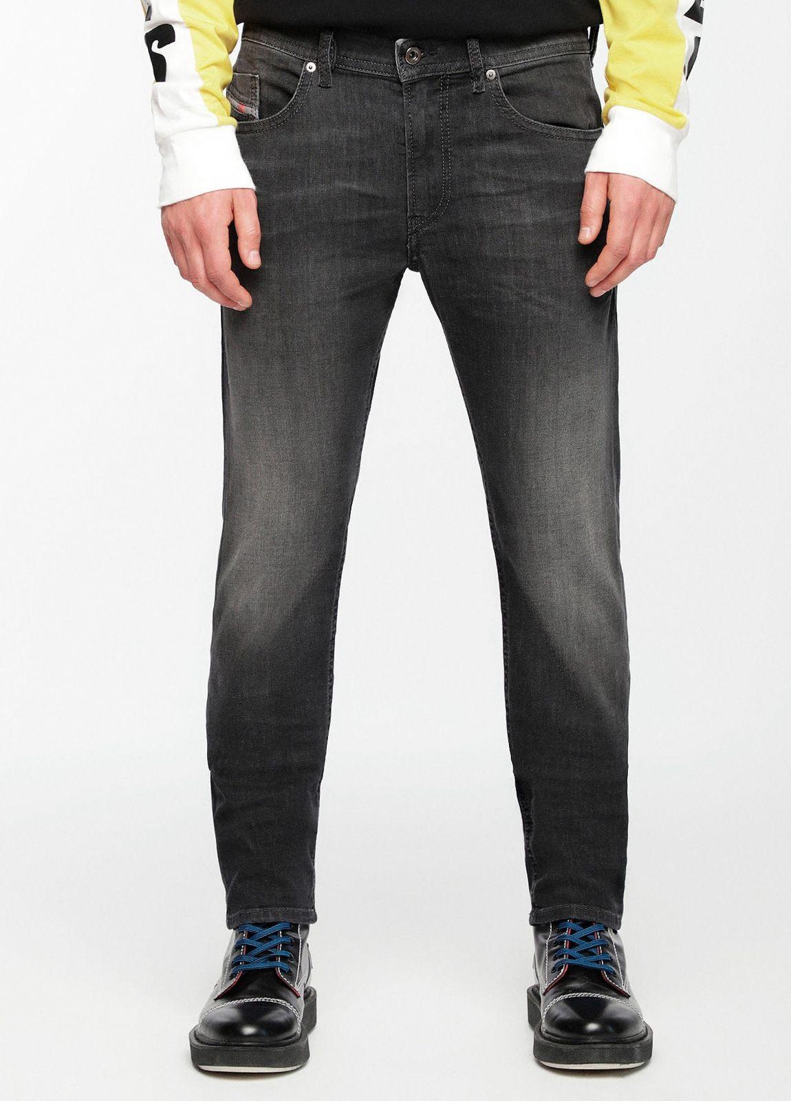 Pantalón tejano skinny modelo THOMMER color negro lavado. 72% Algodón 17% Poliéster 9%Visc. 2% Elastáno.