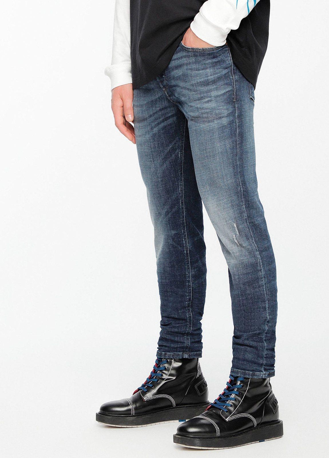 Pantalón tejano skinny modelo SLEENKER color azul lavado. 95% Algodón 3% Poliéster 2% Elastáno. - Ítem1