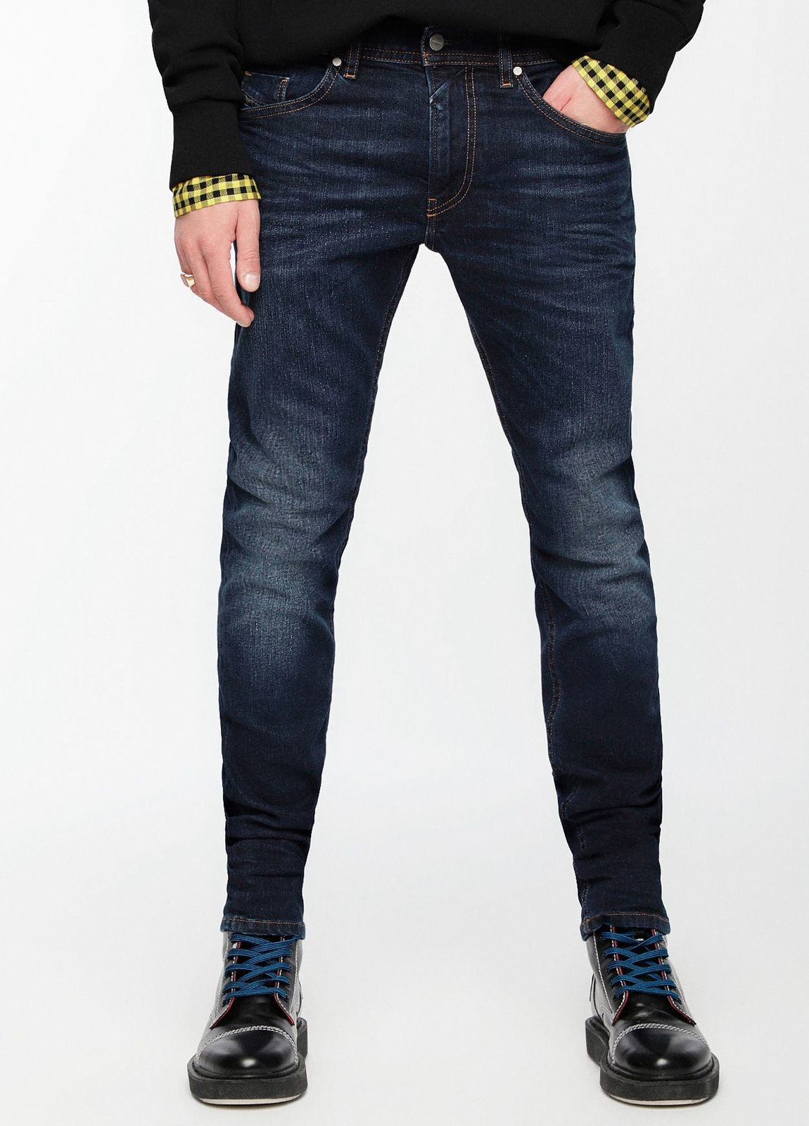 Pantalón tejano skinny modelo THOMMER color azul oscuro lavado. 98% Algodón, 2% Elastáno.