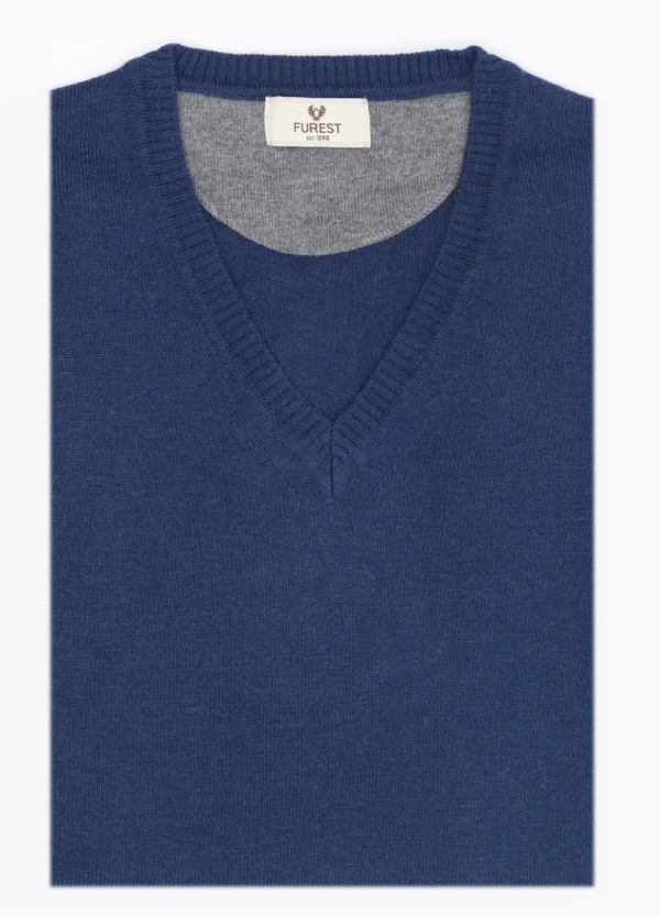 Jersey cuello pico color azul medio. Lana y Cashemere