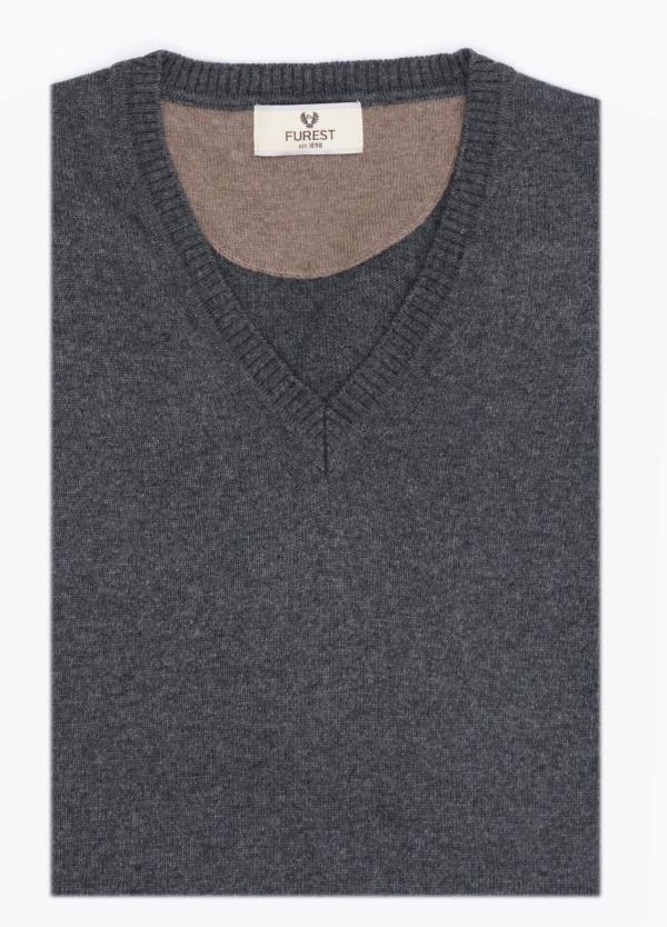 Jersey cuello pico color gris marengo. Lana y Cashemere