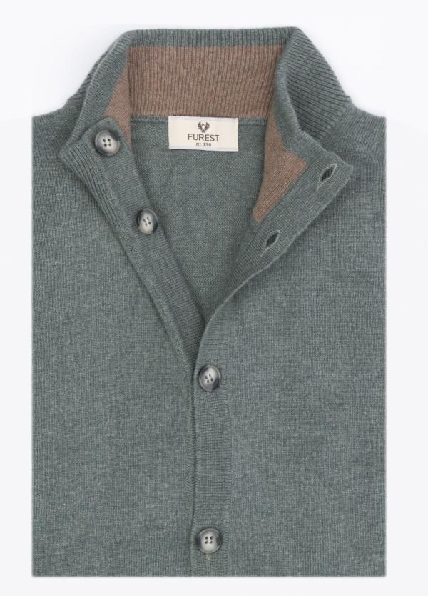 Jersey liso botones, color verde, 40% lana merino, 30% viscosa, 10% cachemire