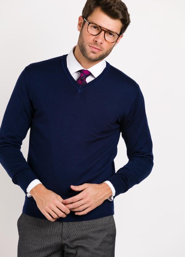 Jersey cuello pico color marino.Composición 100% lana merino extrafina