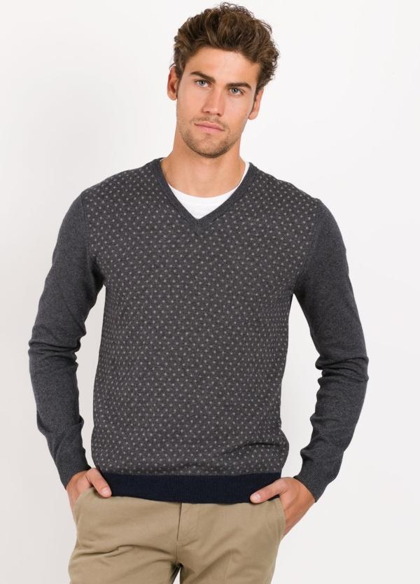 Jersey cuello pico color gris , dibujogeometrico en delantero, 100% lana