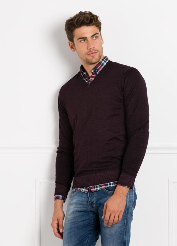 Suéter manga larga, cuello pico, color burdeos. 100% Lana. - Ítem2