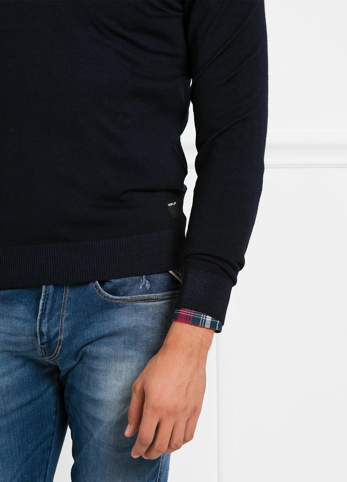 Suéter manga larga, cuello pico, color azul marino. 100% Lana. - Ítem1