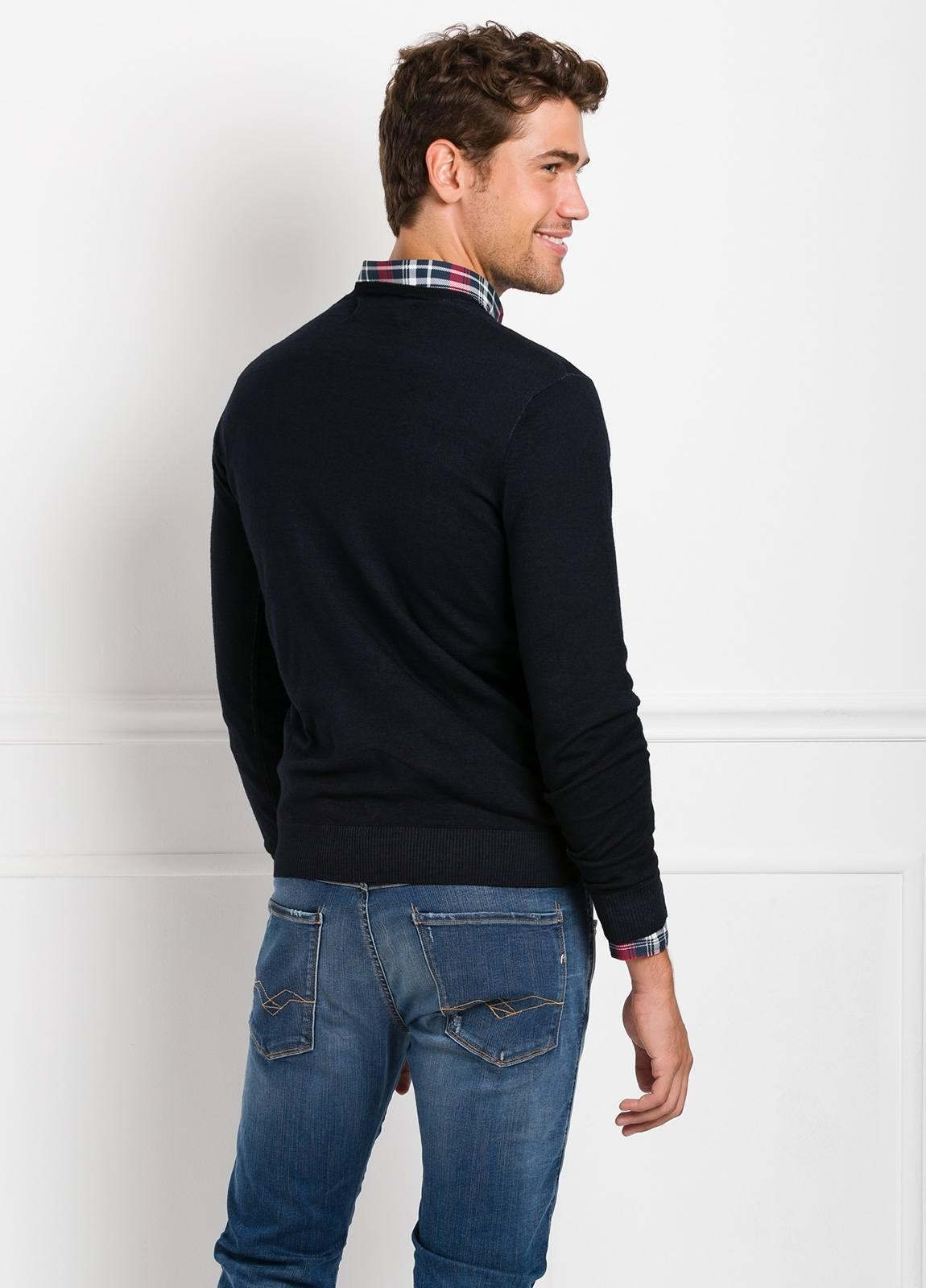 Suéter manga larga, cuello pico, color azul marino. 100% Lana. - Ítem2