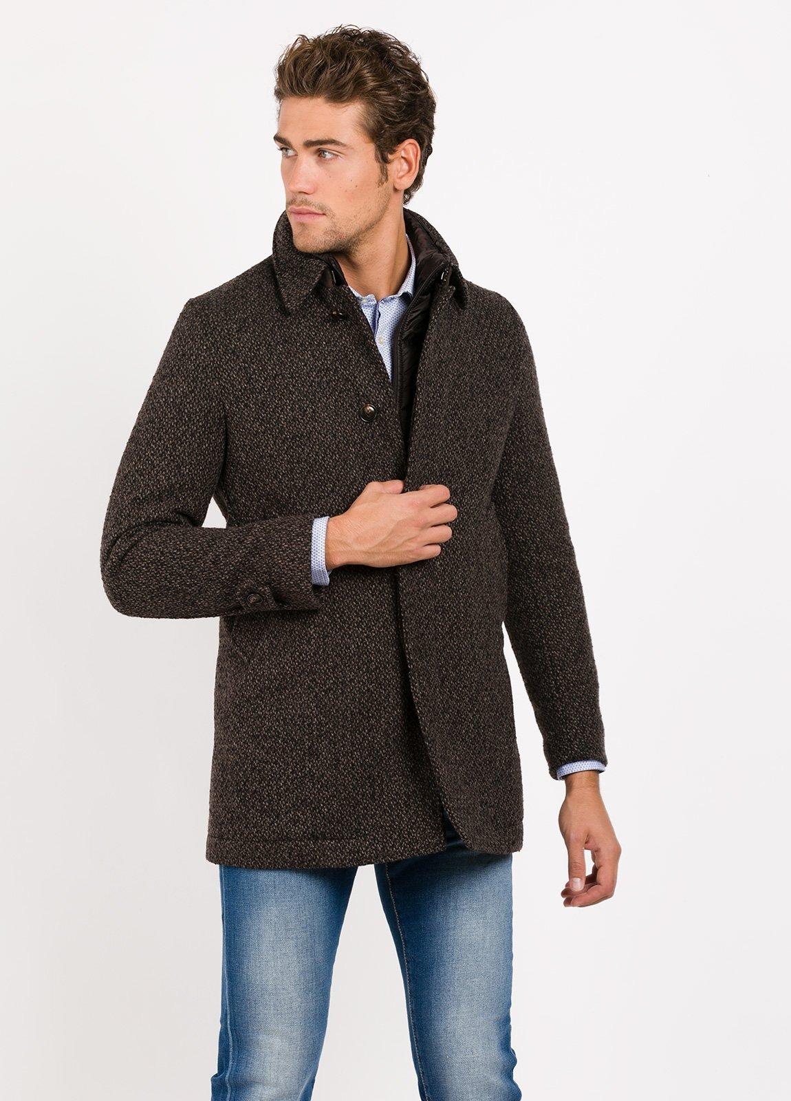 Abrigo corto con pecherin, color marrón jaspeado. 55% Lana, 24% PA, 14% Acri. 4% Pol, 3% Alpaca. - Ítem2