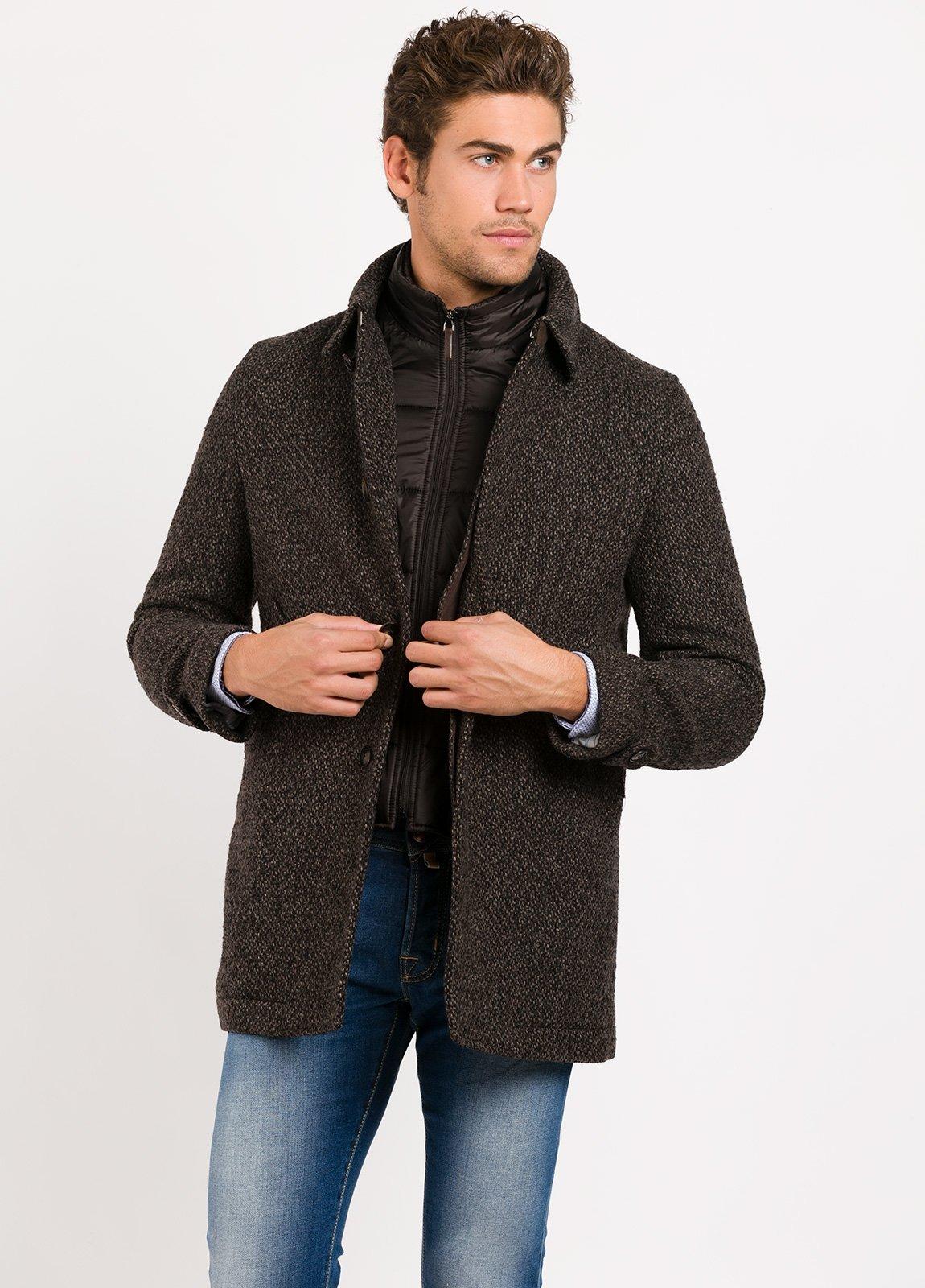 Abrigo corto con pecherin, color marrón jaspeado. 55% Lana, 24% PA, 14% Acri. 4% Pol, 3% Alpaca. - Ítem4