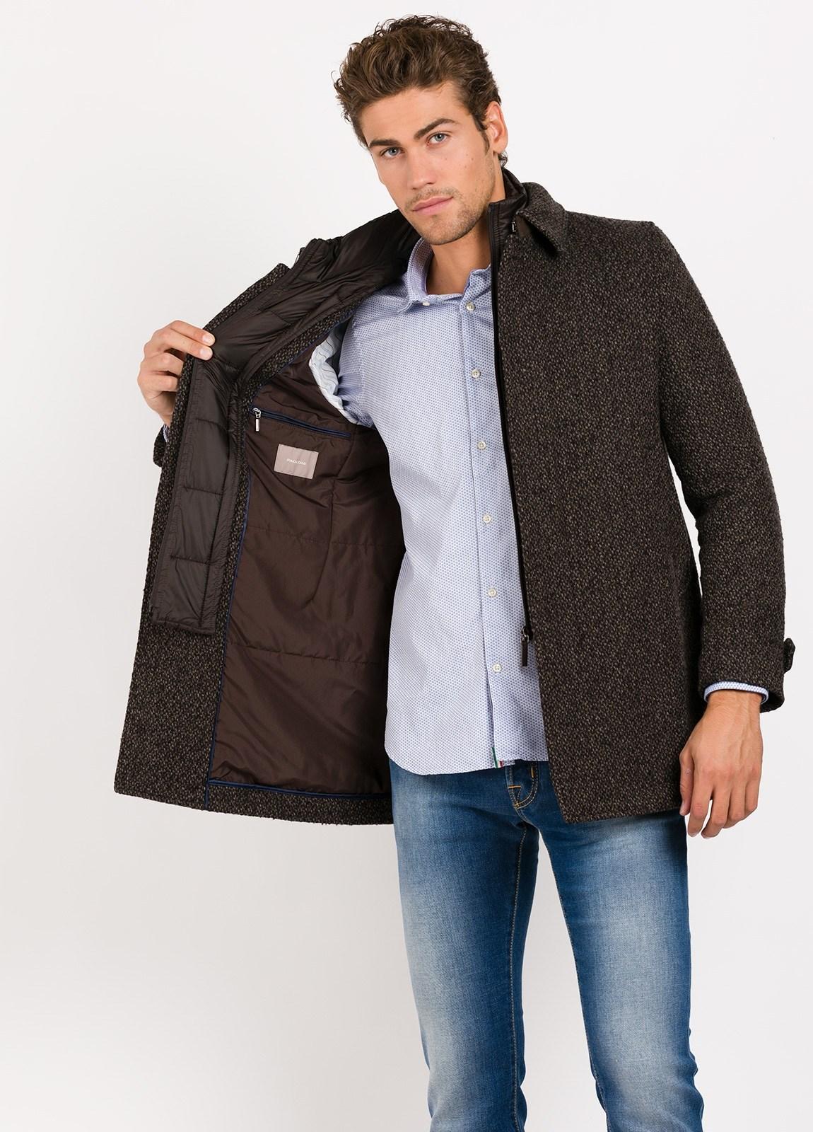 Abrigo corto con pecherin, color marrón jaspeado. 55% Lana, 24% PA, 14% Acri. 4% Pol, 3% Alpaca. - Ítem1
