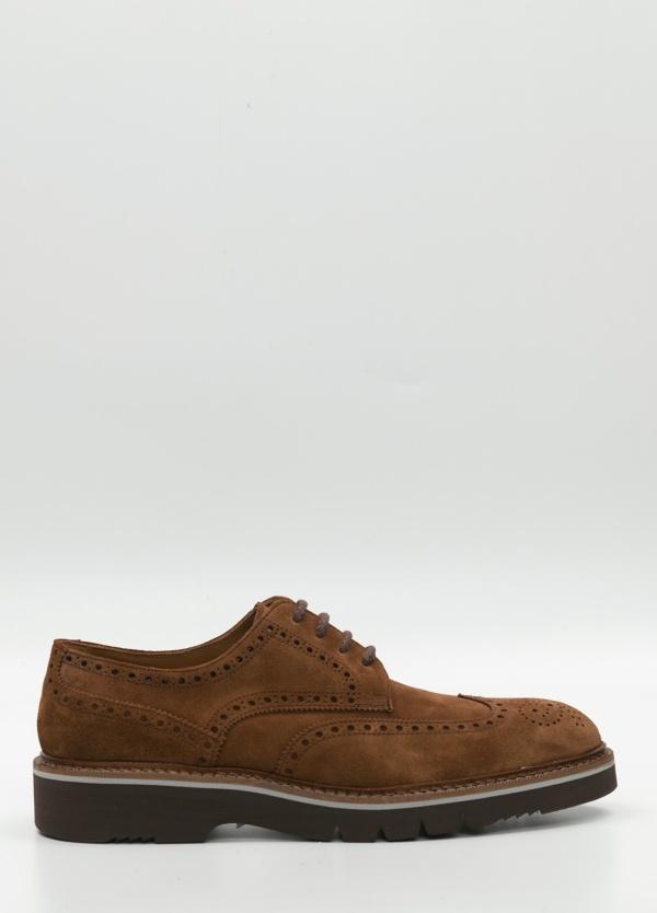 Zapato Sport Wear ante color tostado con detalles troquelados, 100% Piel.