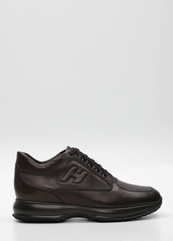 Calzado sport INTERACTIVE-N20 color marrón. Piel con costuras a la vista.