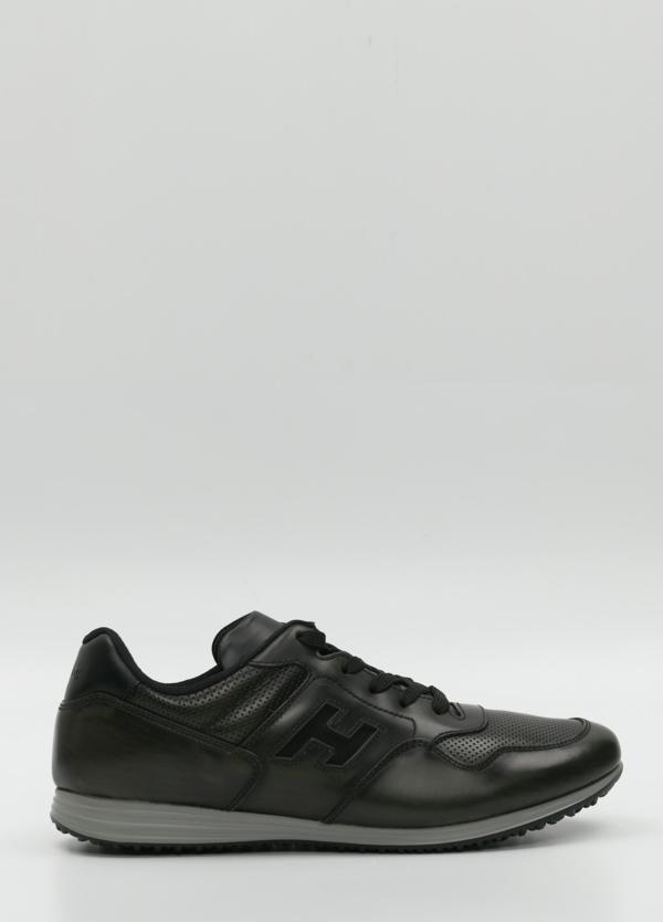 Calzado sport color negro.Combinación de piel y tejido técnico